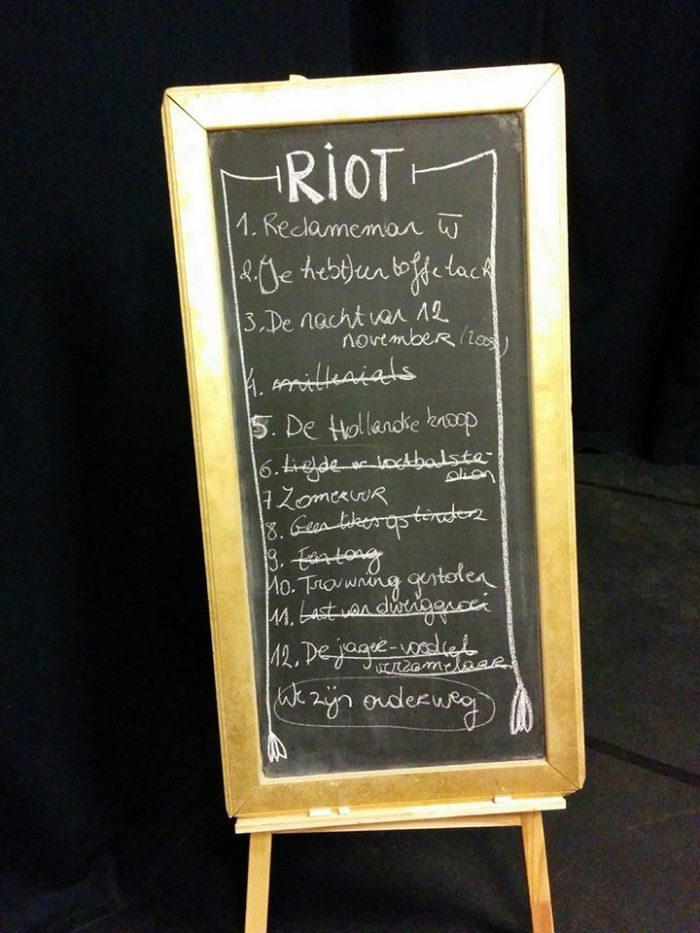 Blackboard with 13 suggestions at a RIOT improv show (Ghent 2017).